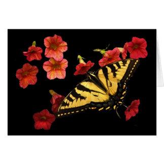 Tigre Swallowtail en las flores rojas Tarjeta De Felicitación