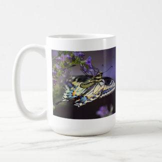 Tigre Swallowtails Taza Básica Blanca