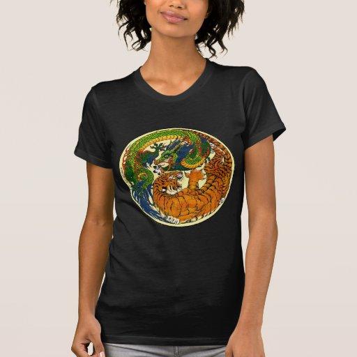 Tigre y dragón Yin Yang Camisetas