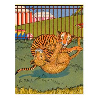 tigre y leopardo que luchan postal