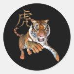 Tigre y símbolo chino etiquetas redondas