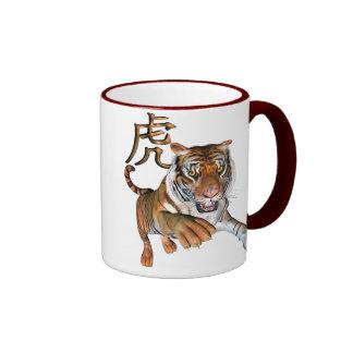 Tigre y símbolo chino taza de dos colores