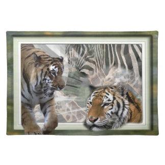 Tigres, cebra, jirafa, selva primitiva mantel individual