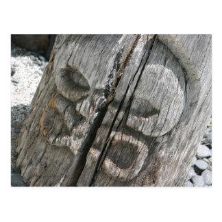 Tiki de madera hawaiano tarjetas postales