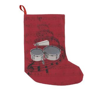 Timbales que marcha con la media de la música del calcetín de navidad pequeño