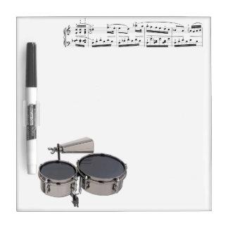 Timbales (tambores) seca al tablero del borrado pizarra