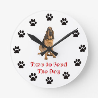Time to feed the dog Bloodhound Round Wallclock
