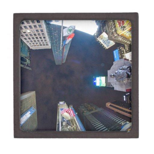 Times Square por noche Caja De Recuerdo De Calidad