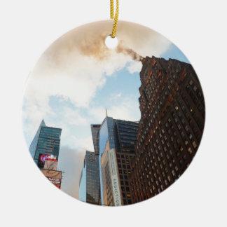 Times Square y el edificio de Paramount Adorno Navideño Redondo De Cerámica