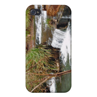 Tiny falls case for iPhone 4
