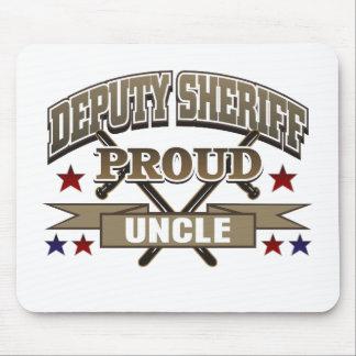 Tío orgulloso del ayudante del sheriff alfombrilla de raton