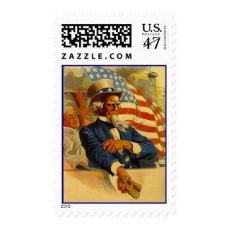 Tío Sam del vintage con los prismáticos en bandera Timbres Postales