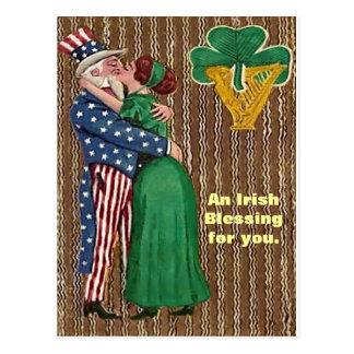 Tío Sam y señora irlandesa Kiss Tarjeta Postal