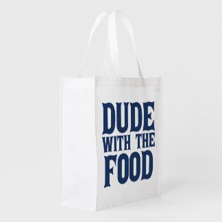 Tipo con la comida bolsa reutilizable