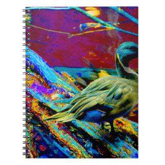 tipo pato del pato silvestre sobre diseño coloread notebook