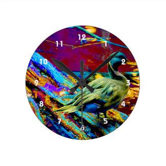 tipo pato del pato silvestre sobre diseño coloread reloj redondo mediano