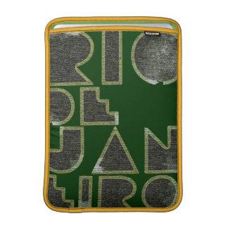 Tipografía de Río elegante Fundas MacBook