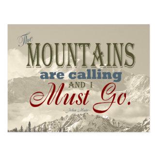 Tipografía del vintage que las montañas están postal