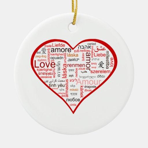 Tipografía roja del corazón del amor adorno navideño redondo de cerámica
