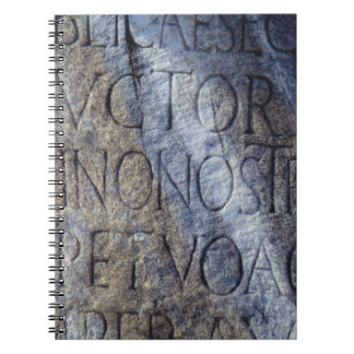 Tipografía romana en el foro, Roma, Italia Libretas Espirales