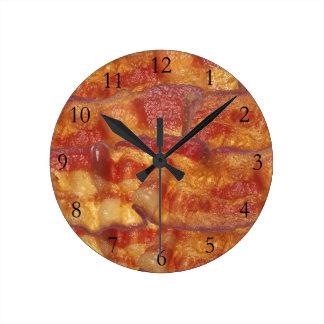 Tira de tocino frita reloj redondo mediano