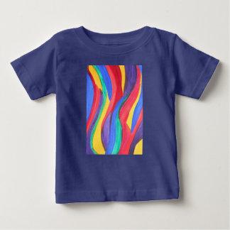 Tiras abstractas del arco iris de la acuarela camisas
