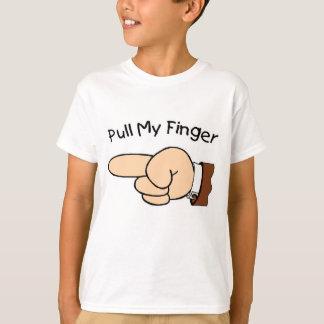 Tire de mi camisa de los niños del dedo