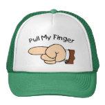 Tire de mi gorra de los camioneros del dedo