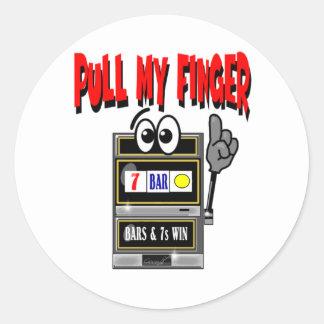 Tire de mi máquina tragaperras del dedo pegatina redonda