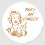 Tire de mi naranja retro del ama de casa del dedo pegatina redonda