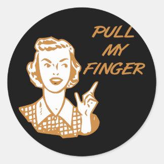 Tire de mi naranja retro del ama de casa del dedo etiqueta