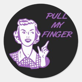 Tire de mi púrpura retra del ama de casa del dedo etiquetas redondas