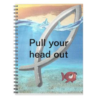 tire de su dirigen hacia fuera el cuaderno