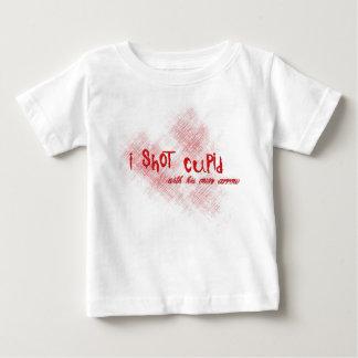 Tiré el Cupid Playera Para Bebé