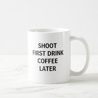 Tire primero… taza