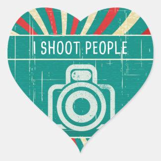 Tiro a la gente - cámara en fondo retro pegatina en forma de corazón