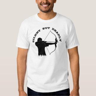 Tiro al arco de la caza del arco silencioso pero camisas