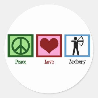 Tiro al arco del amor de la paz pegatina redonda