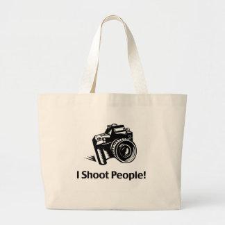 Tiro al fotógrafo de la gente bolsas de mano