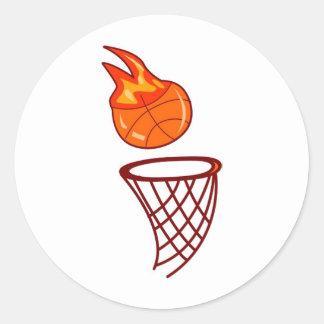 Tiro caliente del baloncesto pegatina redonda