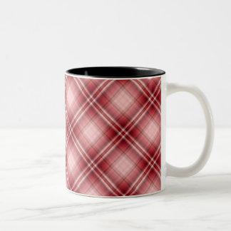 Tiro de jabalina rojo de la tela escocesa taza de café