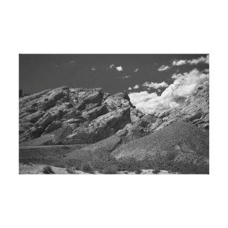 Tiro del camino las montañas rocosas lona estirada galerías