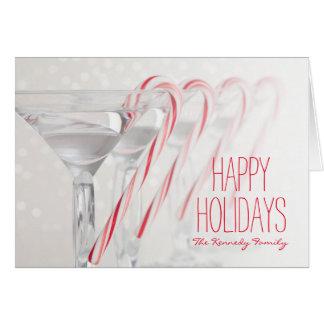 Tiro del estudio de la bebida de martini con la tarjeta de felicitación