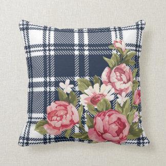 Tiro del rosa de la tela escocesa de la franela de cojin