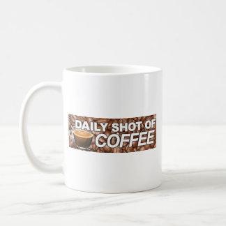 Tiro diario del café - mi tipo de sangre es café taza básica blanca
