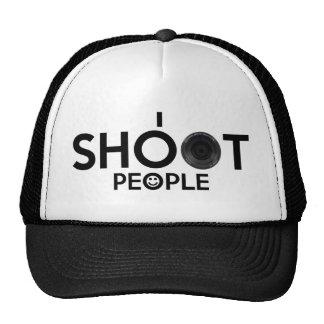 Tiro el gorra del camionero de la gente