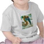 Tiro joven de la cabeza del pelícano, alto color camisetas