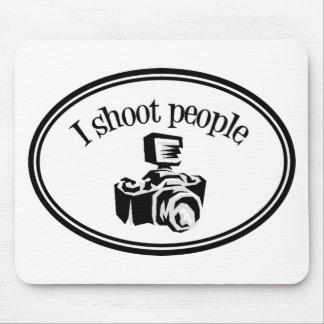 Tiro la cámara B&W del fotógrafo retro de la gente Tapetes De Ratones