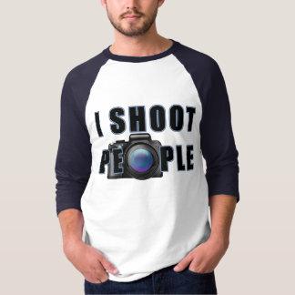 """""""Tiro la camiseta de la gente"""" 2 (con una cámara)"""