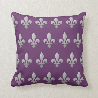 Tiro púrpura real floral de la flor de lis de cojín decorativo
